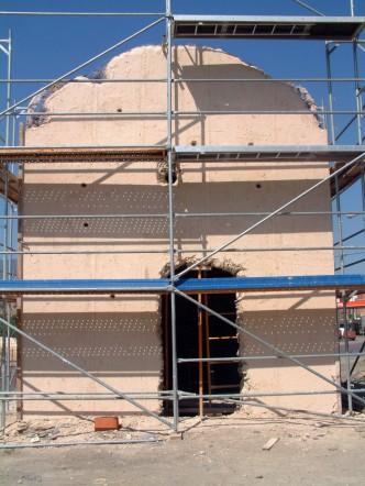 Estado de uno de los paramentos del exterior antes de la restauración.